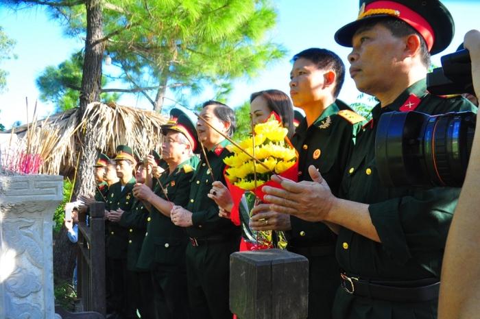 Hội Cựu chiến binh Khối các cơ quan tỉnh dâng hương tưởng nhớ Đại tướng Võ Nguyên Giáp